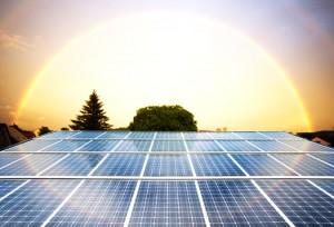 Sončne celice povezane v sončno elektrarno